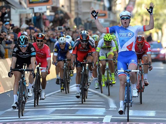 Démare se repuso de una caída y se convirtió en el primer francés en ganar la competencia en 21 años (AP)