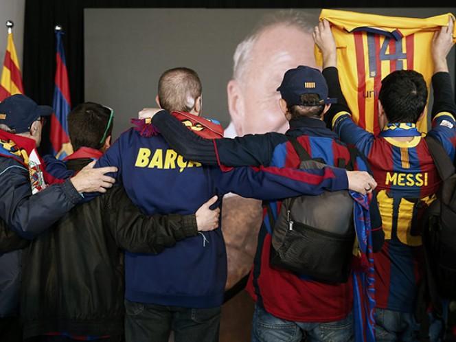 La foto tiene las banderas del club y de Cataluña a los costados (EFE)