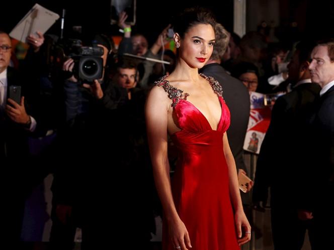 """La actriz apuntó que el rodaje de este filme se desarrolla todavía en Inglaterra e indicó que la cinta mostrará """"la historia entera"""" de quién es Wonder Woman. Foto: AP"""