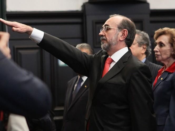 Carlos Manuel Sada Solana, en imagen de 2011, cuando tomó protesta como cónsul en Nueva York ante el pleno de la Cámara de Senadores