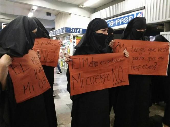 """El lema de la protesta fue """"El Metro es público, mi cuerpo NO""""."""