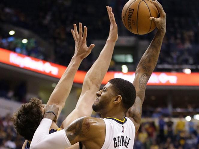 Paul George fue la figura de los Pacers de Indiana y se acercan a asegurar su participación en la postemporada de la NBA (AP)