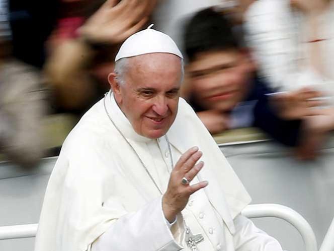 Papa Francisco visitará isla griega para reunirse con refugiados