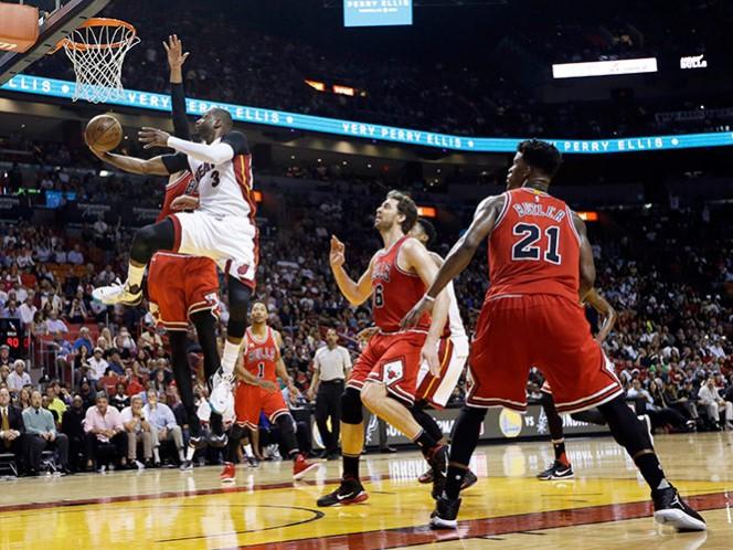 Dwyane Wade anotó 21 puntos y sigue como el hombre fuerte del Heat, que sufrió la salida de LeBron James este año y la baja de Chris Bosh (AP)