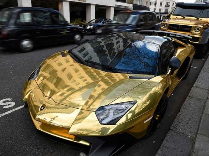 Turki bin Abdullah tiene 65 mil seguidores en Instagram, red social donde muestra sus lujos, y sus automóviles están evaluados en 1.4 millones de dólares cada uno,