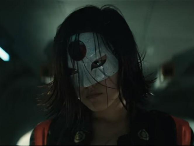 Karen Fukuhara como Katana, su espada captura las almas de quienes mata con ella