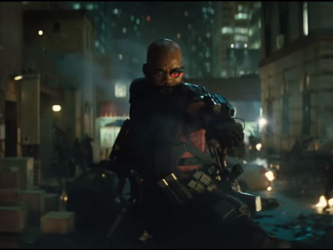 Will Smith como Deadshot, utilizando el icónico ojo cibernético para mayor precisión