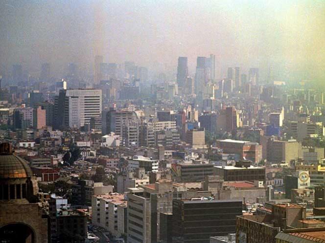 Una foto histórica. Captada por Victoria Valtierra, esta imagen del 19 de septiembre de 2002, muestra la contaminación; en el suroeste de la capital mexicana llegó a los 242 puntos del Indice Metropolitano de Calidad Ambiental (IMECA).