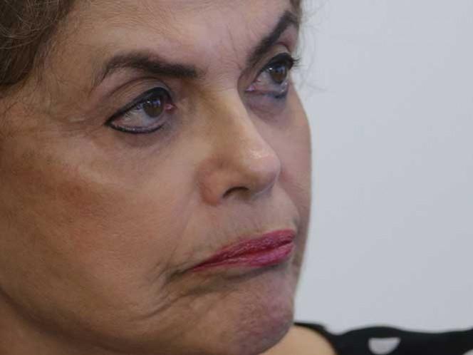 La presidenta de Brasil, Dilma Rousseff, gesticula durante una reunión en el palacio presidencial de Planalto, el miércoles 13 de abril de 2016 en Brasilia, Brasil.