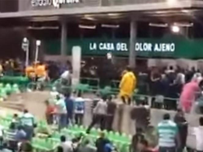 Consignan a responsables de la violencia ente aficionados de Santos y Tigres (Captura de pantalla)