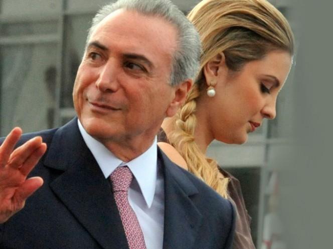 """Brasileñas enfurecen con revista que """"objetiviza"""" a esposa de vicepresidente"""