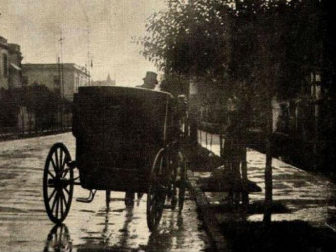 1908, los carros eran propulsados por caballos. Foto: Setravi