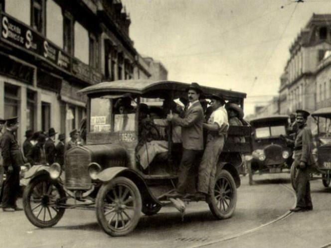 Más tarde en los veintes aparecieron los Fotingos. Daban servicio colectivo. Foto: CDMX