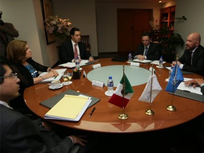 La titular de la Procuraduría General de la República (PGR), Arely Gómez González, sostuvo una reunión de trabajo con Alberto Brunori, representante interino de la Oficina del Alto Comisionado de las Naciones Unidas para los Derechos Humanos (ACNUDH) en México