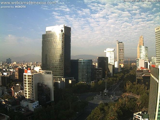 Amanecer caluroso y despejado en general, en la zona céntrica de la Ciudad de México