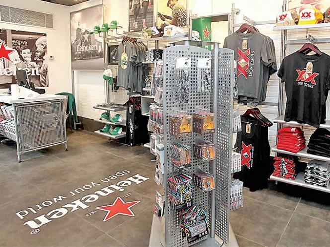 Hay una amplia variedad de productos a la venta en la Heinken Store. La mayoría de ellos están hechos en México a través de un licenciatario. Foto: Especial
