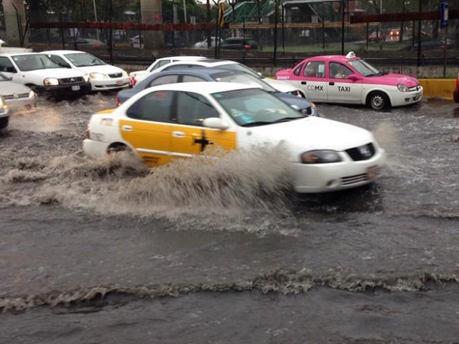 Ante la próxima temporada de lluvias, se invita a la ciudadanía a no obstruir el drenaje con basura, para evitar inundaciones. Foto: Archivo Cuartoscuro