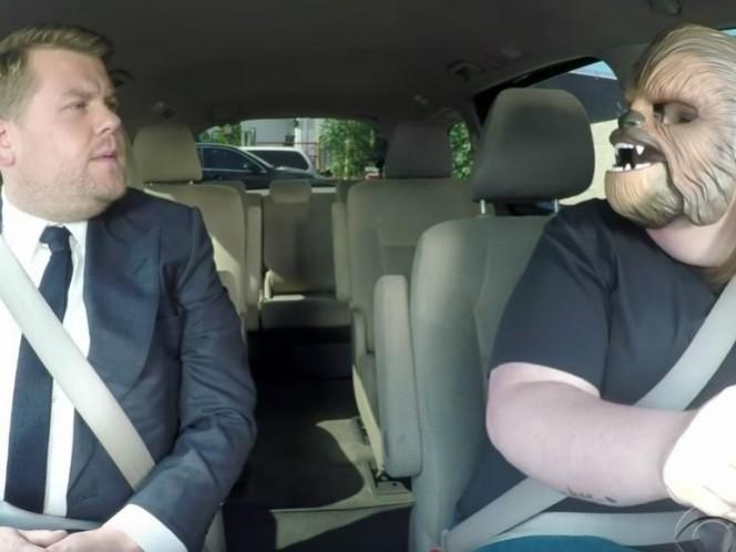 Gracias a su fama con la máscara de Chewbacca, James Corden invitó a Candance Payne para una edición especial de 'carpool'.