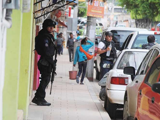 Elementos de la Policía Ministerial habían localizado el vehículo en el que se transportaban las personas secuestradas