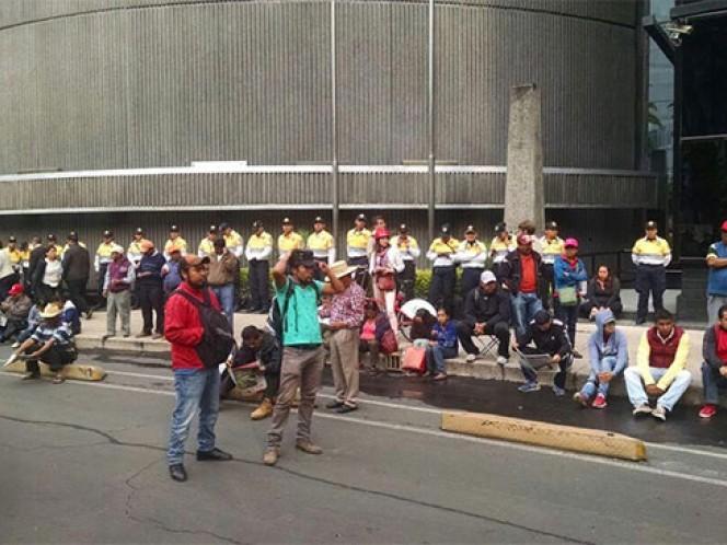 Los maestros de la CNTE realizan un mitin en carriles laterales de Paseo de la Reforma. Foto: Mirna Andrade