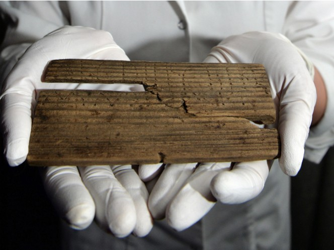 Es el documento escrito más antiguo encontrado en Gran Bretaña y tiene las primeras referencias a Londres como ciudad.