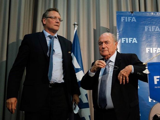 Blatter y funcionarios de FIFA se dieron bonos que suman 80 mdd (AP)