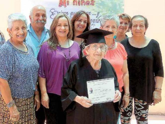 Una nonagenaria se gradúa como parte de un programa especial para adultos; tiene 11 hijos