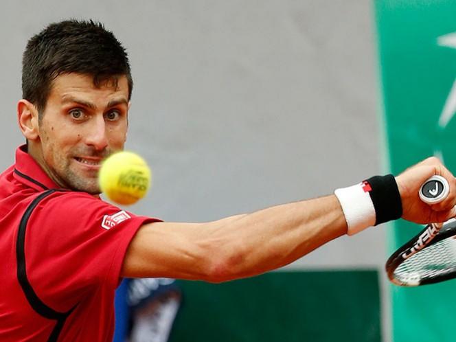 Un duelo de poder se daría en semis: Djokovic vs. Federer (AP)