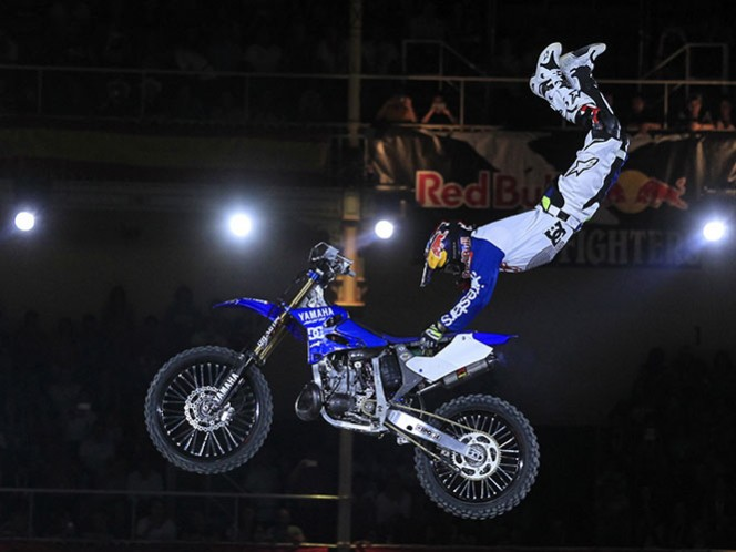 Tom Pagès vuela y se corona en el X-Fighters 2016