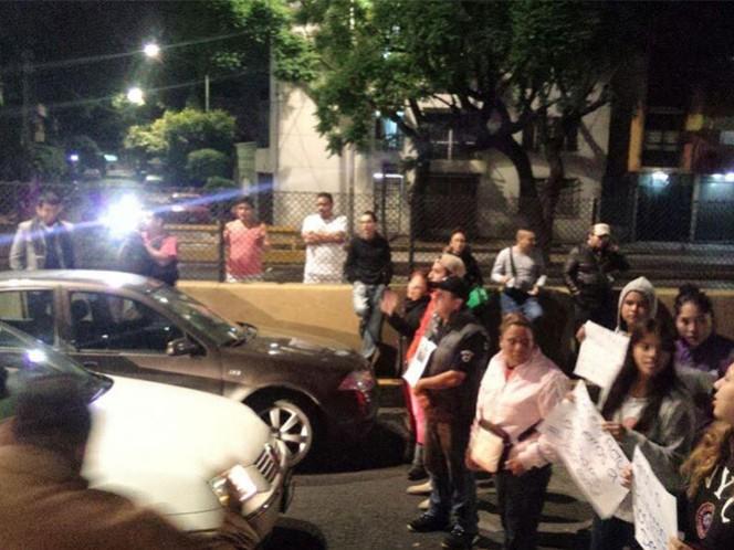 Familiares y vecinos bloquearon el Eje 2 Norte Eulalia Guzmán, así como los carriles laterales y centrales del Circuito Interior Bicentenario, en la colonia Atlampa.