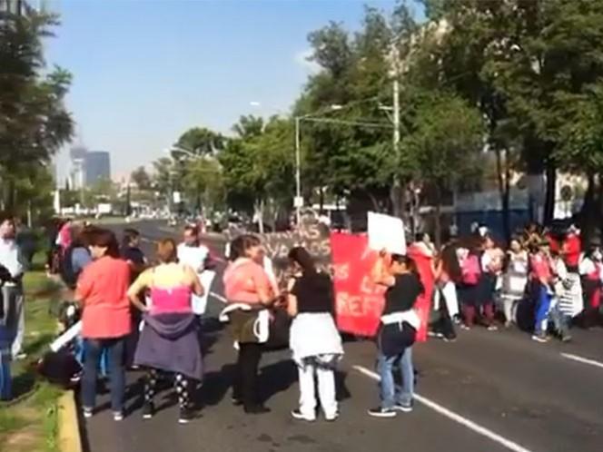 En Montevideo y Eje Central, manifestantes realizan semáforos informativos.