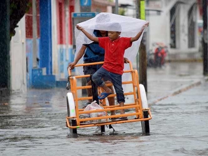 La onda tropical número 18 se localizará al sur de las costas de Michoacán y provocará chubascos fuertes. Foto Cuartoscuro