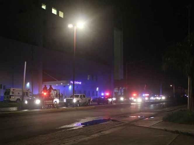 Fue localizada una camioneta en la que se presume huyó el comando armado que disparó contra el paciente.