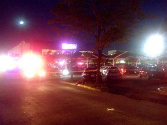 Comando armado dispara contra un hombre en el estacionamiento de una tienda Wal-Mart, en Cancún, Quintana Roo. Foto: Marcrix Noticias