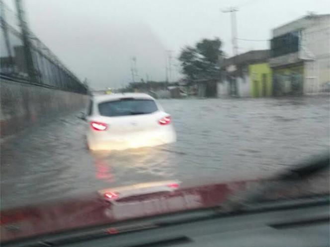 Reportan inundaciones de hasta 60 centímetros en Ecatepec