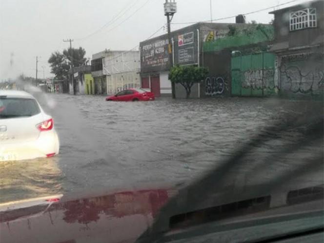 Avenida central en Ecatepec fue la vialidad más afectada por la lluvia de este martes.