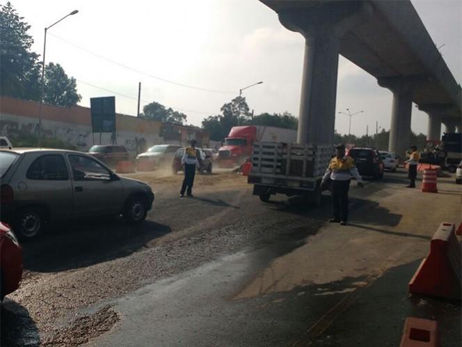 Elementos de la SSP agilizan el tránsito hacia la salida a Cuernavaca. Foto: Ricardo Vitela