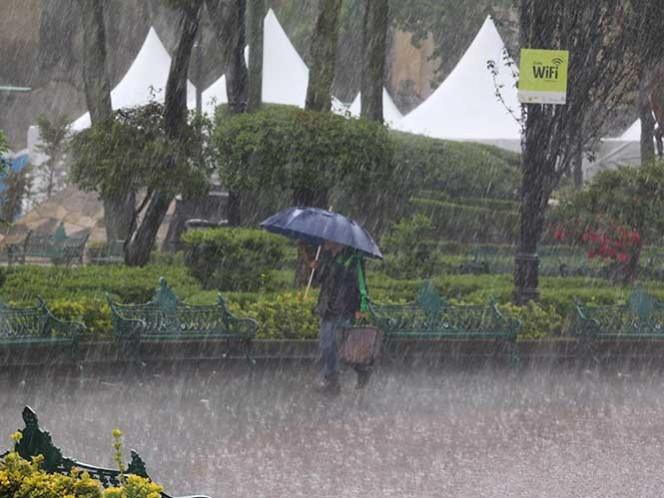 Por la tarde se prevé chubascos fuertes y tormentas muy fuertes acompañadas de descargas eléctricas y posible caída de granizo. Foto Cuartoscuro