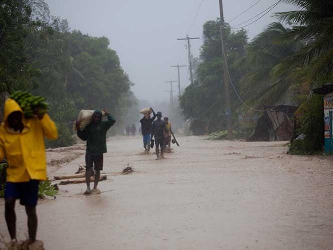 Millones de personas huyen mientras huracán Matthew avanza hacia sureste de EU