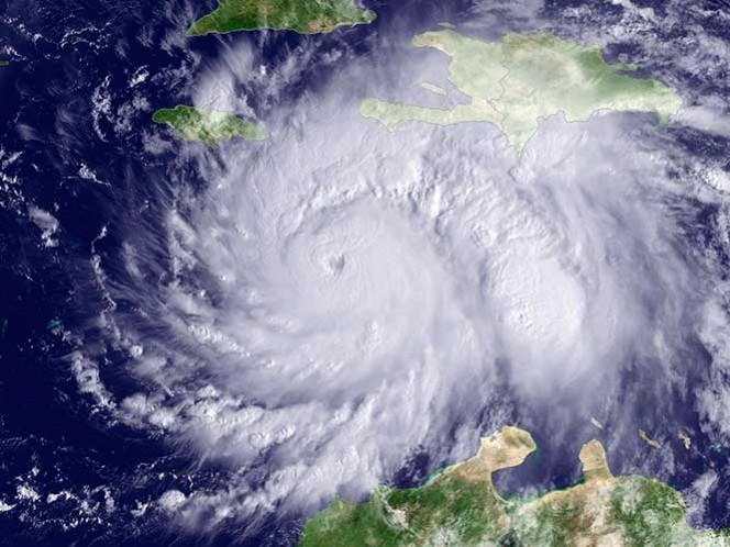 Huracán Matthew se intensifica de nuevo en su avance hacia las Bahamas