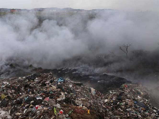 """La Sedena activó el Plan DN-III-E por incendio en el basurero """"El Mapache"""", en la isla Holbox, en Quintana Roo. Foto: Cuartoscuro/Archivo"""