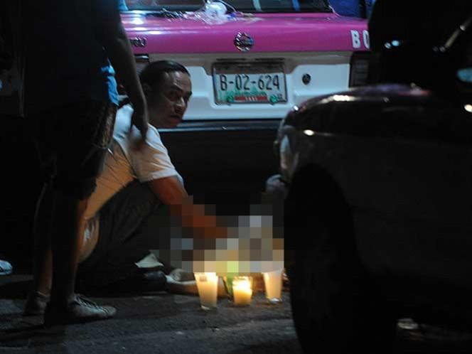 La víctima quedó debajo de la banqueta en la esquina de Canahutli y el Eje 10 Sur. Foto: Cuartoscuro