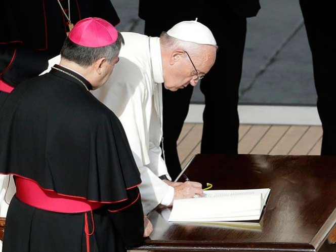 El Papa Francisco autoriza la absolución indefinida del aborto