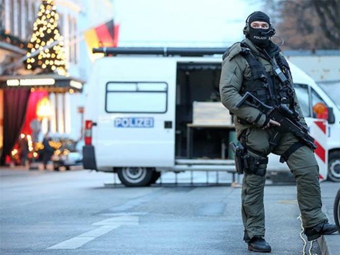 El menor pensaba viajar a Siria para unirse al grupo extremista Estado Islámico; el atentado lo realizaría en un bazar de Navidad