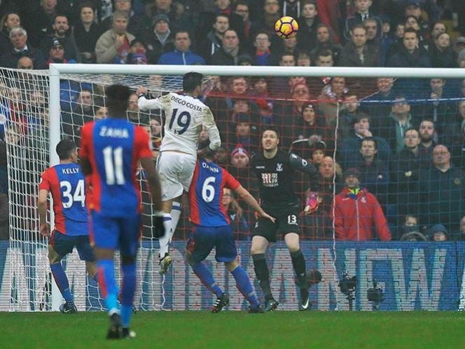Chelsea alarga su buena racha y se afianza en la cima de la Liga Premier (Fotos: AP)