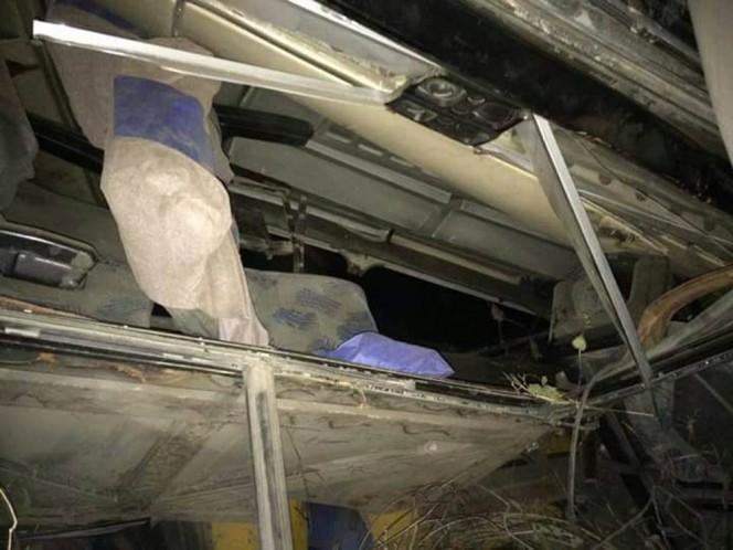 El autobús de la línea Estrella Roja salió ayer por la noche del centro de Oaxaca; hay 20 lesionados, entre las víctimas hay un niño