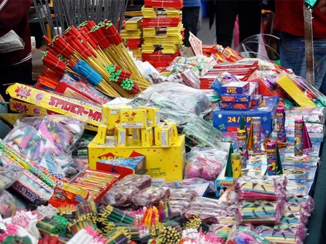 Autoridades advierten que la comercialización de cohetes por Internet podría derivar en otro tipo de delitos como el robo, el secuestro, la extorsión. Foto: Cuartoscuro/Archivo