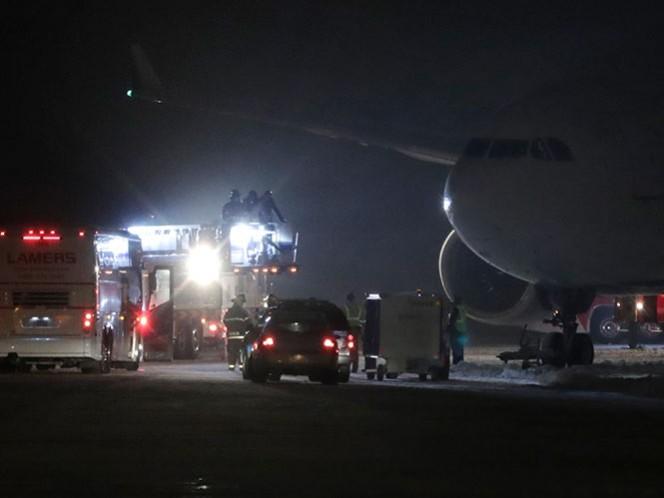 Avión de Vikingos se sale de pista y quedan horas atrapados (AP)