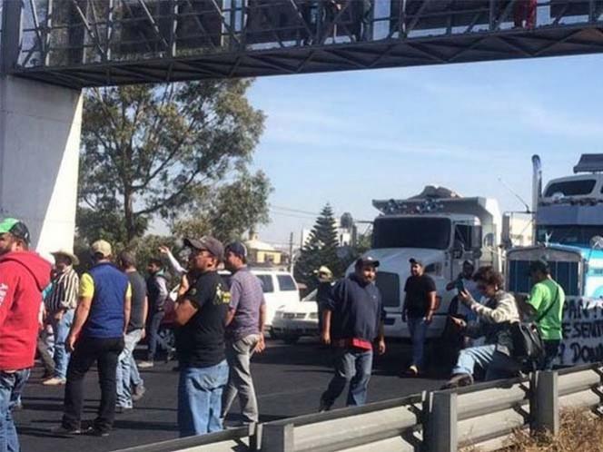 Cierran Circuito Exterior Mexiquense en Ixtapaluca y Caseta de Chalco por gasolinazo