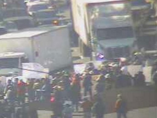 Un grupo de manifestantes cerró la Calzada de Tlalpan a la altura de Coruña al Norte. Foto: @OVIALCDMX